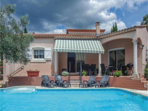 Four-Bedroom Holiday Home in Lamalou les Bains : Hebergement proche de Saint-Geniès-de-Varensal