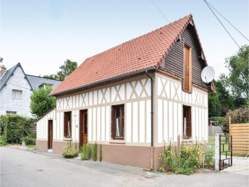Three-Bedroom Holiday Home in Le Bourg-Dun : Hebergement proche de Saint-Denis-d'Aclon