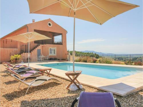 Five-Bedroom Holiday Home in Cairanne : Hebergement proche de Lagarde-Paréol