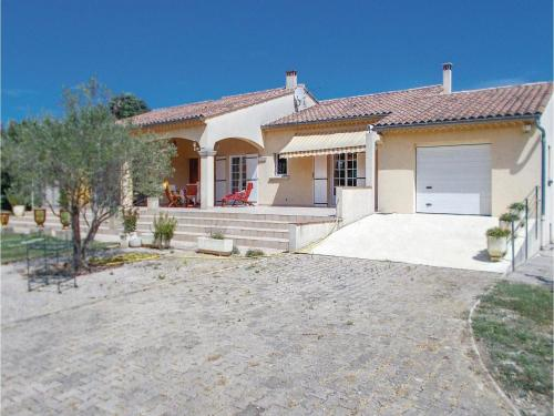 Three-Bedroom Holiday Home in Orange : Hebergement proche de Piolenc