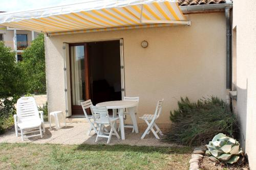 Holiday home rue Vallat Soutou : Hebergement proche de Saint-Julien-de-Peyrolas