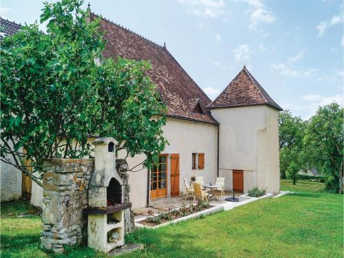 Four-Bedroom Holiday Home in Mary : Hebergement proche de Saint-Privé