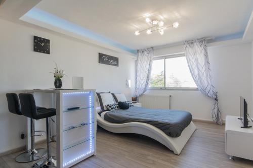 SweetHome Dijon - Black & White : Appartement proche de Trouhaut
