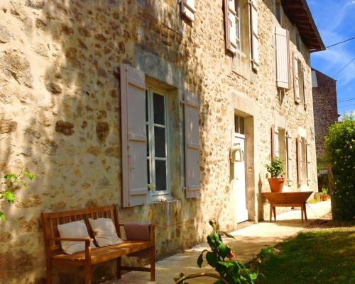 Domaine Charente - Holiday Home with own garden : Hebergement proche de Beaulieu-sur-Sonnette