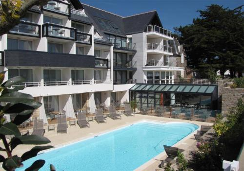Hotel Le Churchill : Hotel proche de Saint-Philibert