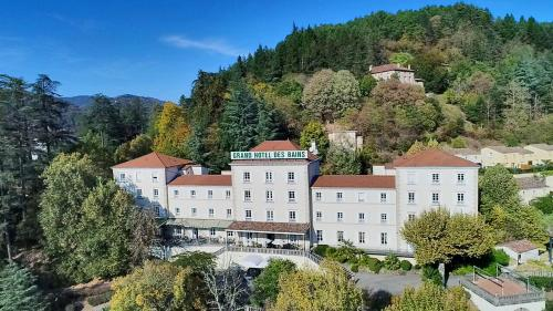 Grand Hotel Des Bains : Hotel proche d'Ucel