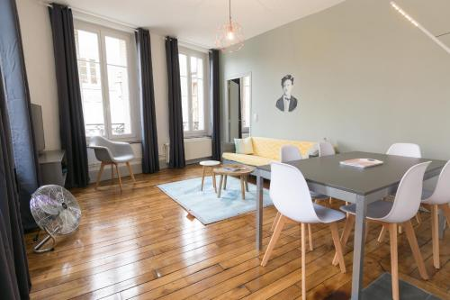Rimbaud suites : Appartement proche de Harcy