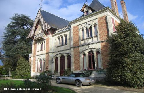 Chateau Valcreuse : Chambres d'hotes/B&B proche d'Obterre
