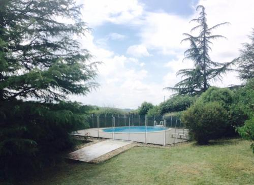 Bordeaux Countryside Mountain Villa with big Pool : Hebergement proche de Jusix