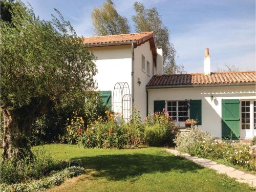 Three-Bedroom Holiday Home in St. Michel en l'Herm : Hebergement proche de La Bretonnière-la-Claye
