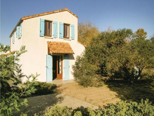 Four-Bedroom Holiday Home in La Tranche sur Mer : Hebergement proche de Saint-Benoist-sur-Mer