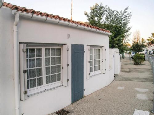 Three-Bedroom Holiday Home in La Tranche sur Mer : Hebergement proche de Saint-Benoist-sur-Mer