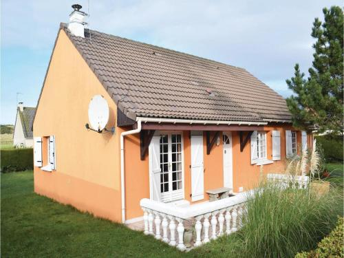 Three-Bedroom Holiday Home in Creances : Hebergement proche de Pirou