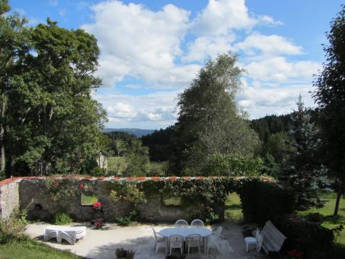 Holiday home la celette : Hebergement proche de Saint-Romain-Lachalm