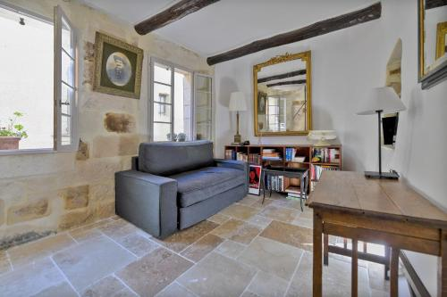 Uzès Townhouse with Loggia & Views : Hebergement proche d'Arpaillargues-et-Aureillac