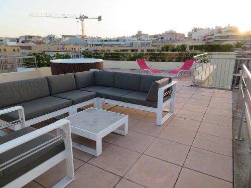 Le Rooftop Appartement luxe Vue mer : Appartement proche d'Antibes