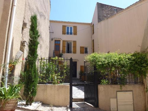 Comfortable Gite (2) in attractive Languedoc Village : Appartement proche de Puissalicon