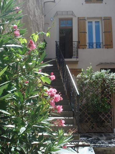 Comfortable Gite (3) in attractive Languedoc village : Appartement proche de Pouzolles