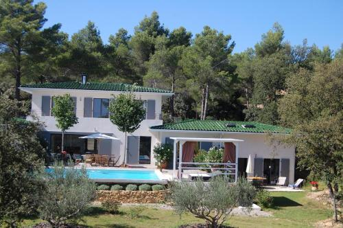 Holiday home Chemin des Verans : Hebergement proche de Vauvenargues