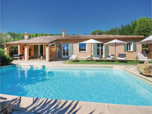 Six-Bedroom Holiday Home in Lorgues : Hebergement proche de Le Thoronet