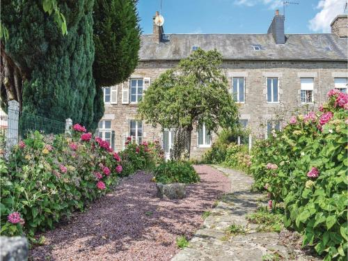 Two-Bedroom Holiday Home in Le Beny Bocage : Hebergement proche de Vaudry