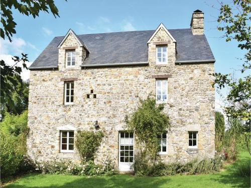 Four-Bedroom Holiday Home in Monthuchon : Hebergement proche de Saint-Sébastien-de-Raids