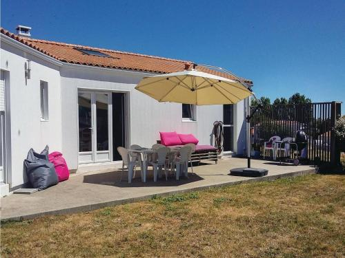 Three-Bedroom Holiday Home in St. Michel en l'Herm : Hebergement proche de La Faute-sur-Mer