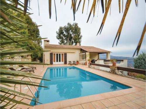 Four-Bedroom Holiday Home in Carros : Hebergement proche de Toudon