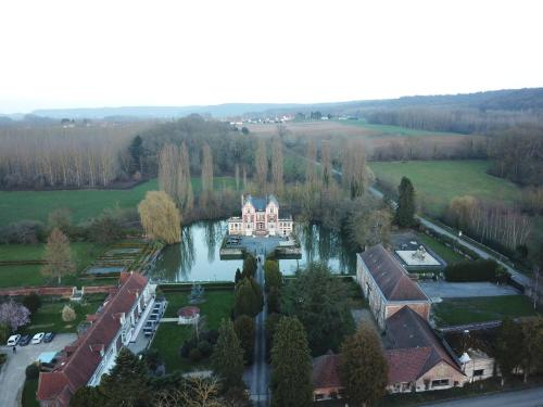 Chateau de Quesmy : Chambres d'hotes/B&B proche d'Ollezy