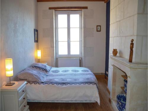 Three-Bedroom Holiday Home in Civray s/Esves : Hebergement proche de Betz-le-Château
