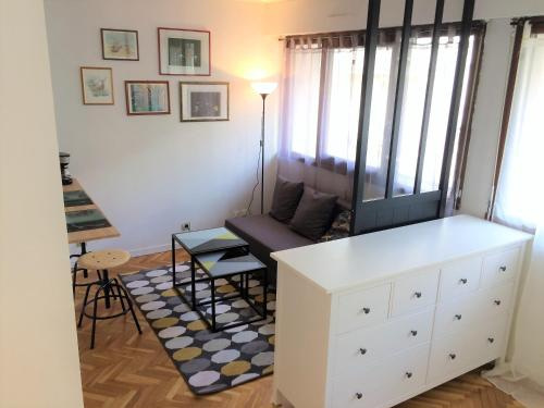 HYPER CENTRE, CHARMANT STUDIO AVEC PARKING (en option) : Appartement proche de Tours