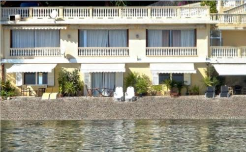 Apartment ON THE BEACH : Appartement proche de Cantaron