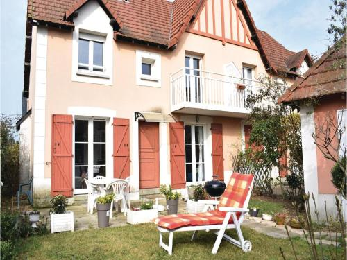 Two-Bedroom Holiday Home in Dives-sur-Mer : Hebergement proche de Cricqueville-en-Auge
