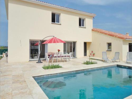Five-Bedroom Holiday Home in Roujan : Hebergement proche de Pouzolles