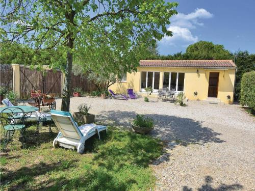 One-Bedroom Holiday Home in Caderousse : Hebergement proche de Piolenc