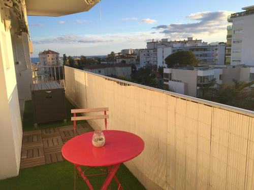 HomePlace Carnot Terrasse&Parking Free : Appartement proche de Le Cannet