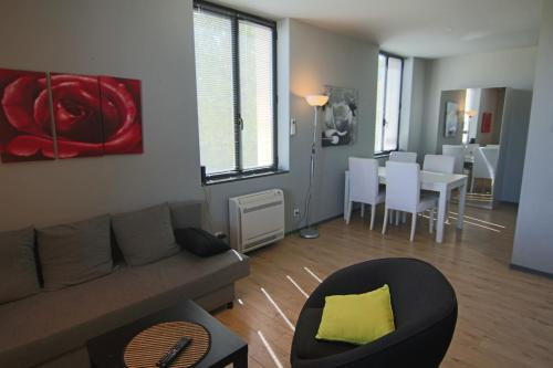 F2 Rose : Quiet, City center, Private parking : Appartement proche de Juvignac