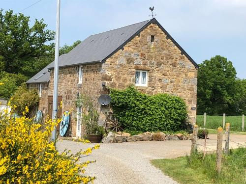 Honey suckle cottage : Hebergement proche de Ronfeugerai