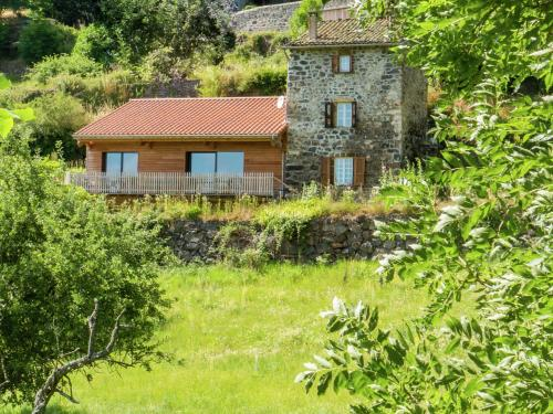 Maison De Vacances - Saint Privat Dallier : Hebergement proche de Saint-Denis-en-Margeride