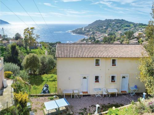 Two-Bedroom Holiday Home in Tiuccia : Hebergement proche d'Appietto