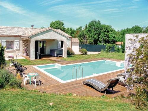 Four-Bedroom Holiday Home in Villeneuve Sur Lot : Hebergement proche de Castelnaud-de-Gratecambe