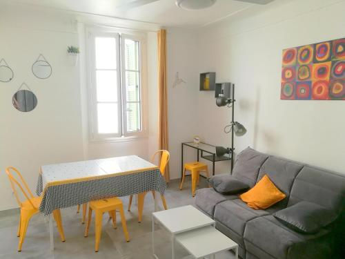 Appartement 2 pieces renove vieil Antibes 5 minutes plage