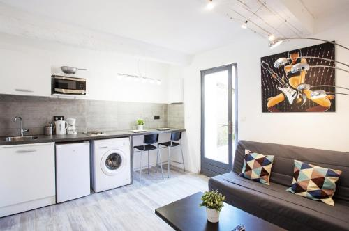 Studio moderne - Cour privative - Wifi fibre : Appartement proche de Le Revest-les-Eaux