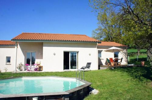 Holiday home with swimming pool - Massif Central : Hebergement proche de Sainte-Agathe-la-Bouteresse