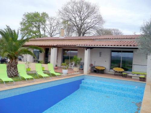 South France: holiday villa with private pool near the Gorges of the Ardeche : Hebergement proche de Saint-Julien-de-Peyrolas