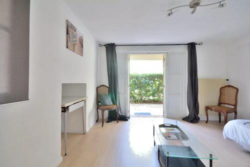Appartement Studio in Antibes with Parking