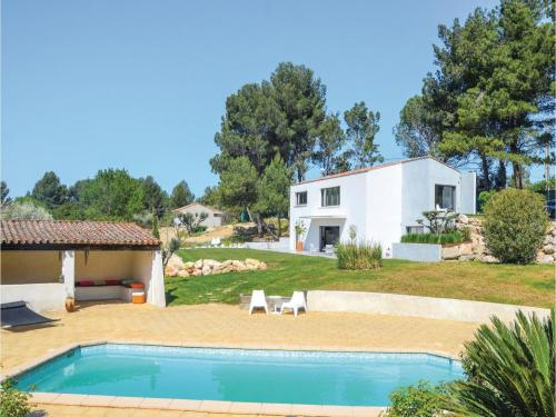 Three-Bedroom Holiday Home in Allauch : Hebergement proche d'Allauch