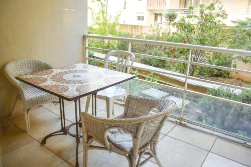 Appartement ANTIBES CENTRE PROCHE PLAGES T3