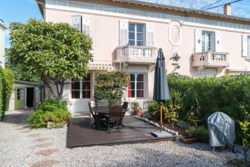 quiet and sunny 2 bedroom apartment : Appartement proche d'Antibes