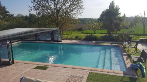 Holiday home Lacornerie : Hebergement proche de Saint-Maurice-de-Lestapel